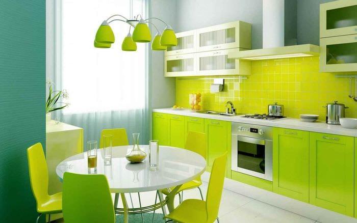 идея яркого стиля кухни 12 кв.м