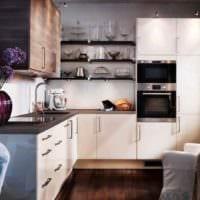 вариант яркого интерьера кухни с газовой колонкой фото