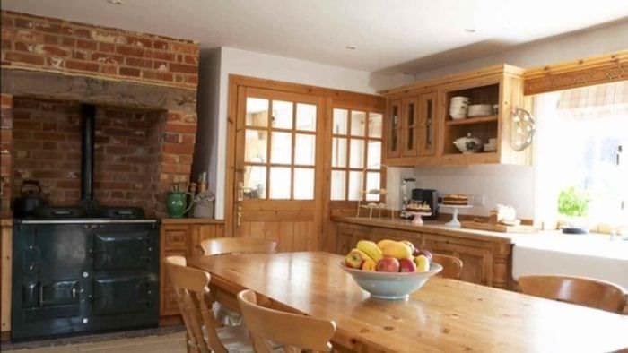 идея необычного декора кухни в деревенском стиле