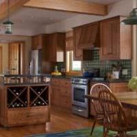 вариант яркого стиля кухни в деревянном доме картинка