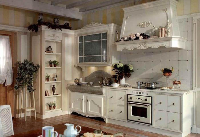 идея яркого дизайна кухни в загородном доме
