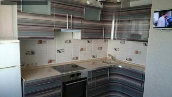 идея яркого дизайна кухни 10 кв.м. серии п 44 картинка