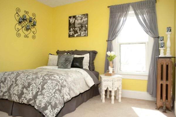 идея использования красивого желтого цвета в декоре комнаты фото