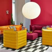 идея использования красивого желтого цвета в дизайне комнаты картинка