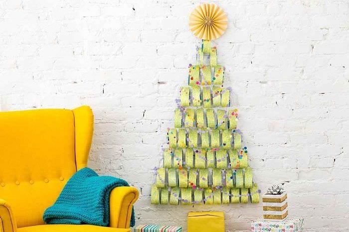 пример создания праздничной елки из картона своими руками