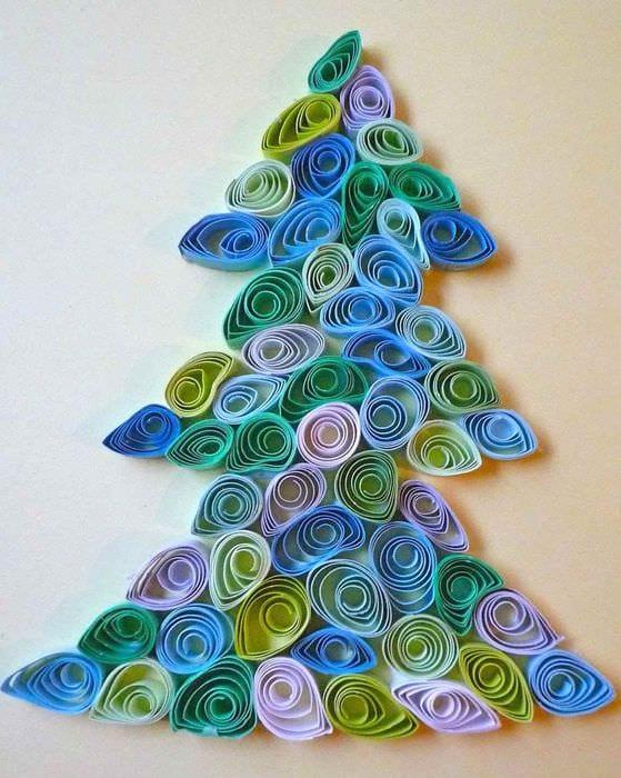 пример создания яркой елки из картона самостоятельно