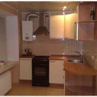 идея светлого стиля кухни с газовой колонкой фото