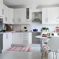 вариант светлого дизайна кухни 13 кв.м картинка