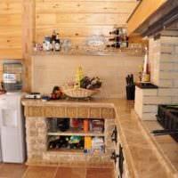 идея светлого интерьера кухни в деревянном доме картинка