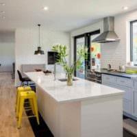 вариант яркого интерьера кухни 12 кв.м фото