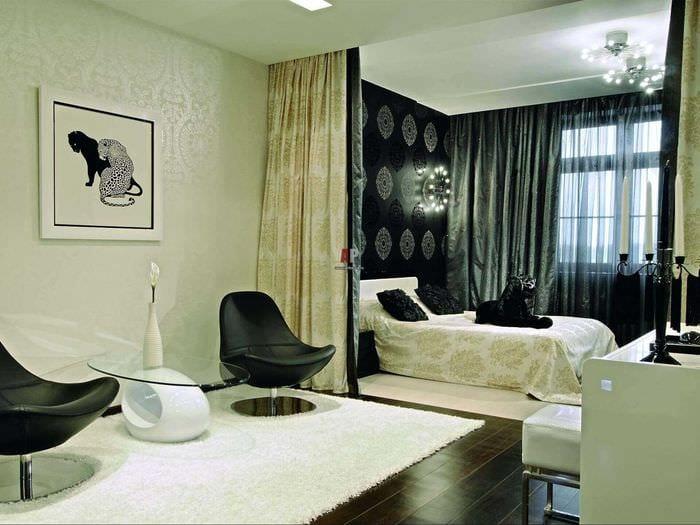 пример яркого стиля гостиной спальни