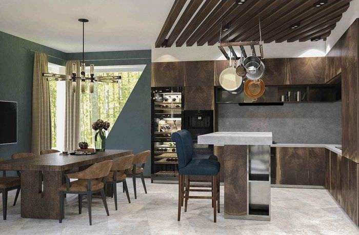 вариант яркого дизайна кухни в загородном доме