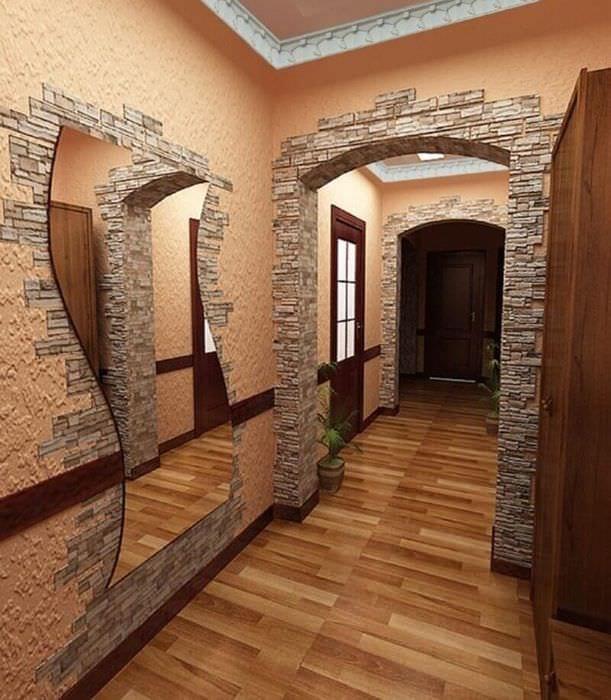 дизайн длинного коридора с аркой