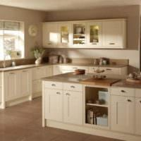 дизайн кухни с окном бежевый интерьер