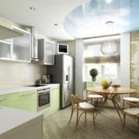 дизайн кухни с окном и подвесным потолком