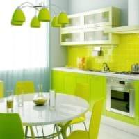 дизайн кухни с окном салатовый интерьер