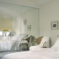 дизайн маленькой спальни с зеркалами