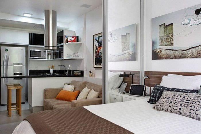спальня и кухня в однокомнатной квартире