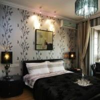 маленькая спальня с черной мебелью