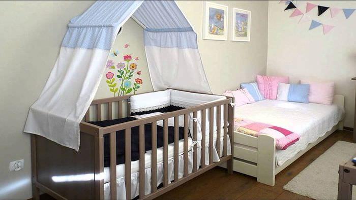 детская кроватка в спальне