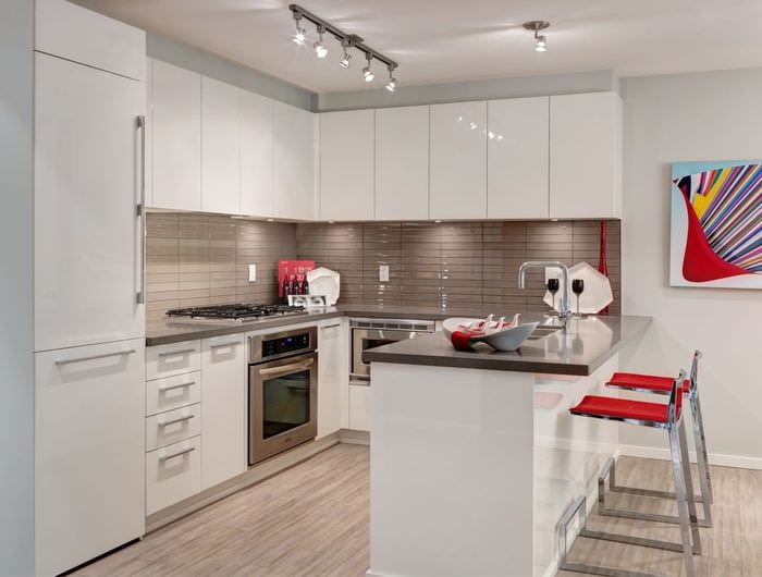 глянцевые поверхности на кухне