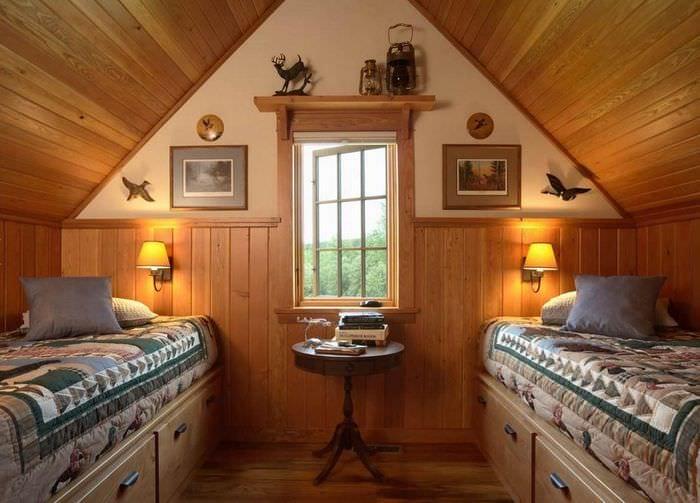 Обустройство мансарды в деревянном доме фото