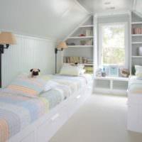 дизайн мансарды в доме светлая спальня