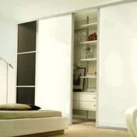 ниша с раздвижными дверями