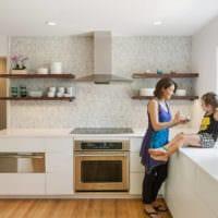 кухня без верхних шкафов декор фото