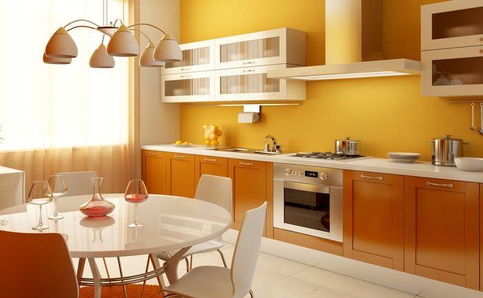 оранжевые обои на кухне
