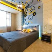 потолок в спальне обои