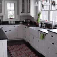 белый кухонный гарнитур оформление кухни