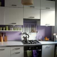 белый кухонный гарнитур интерьер