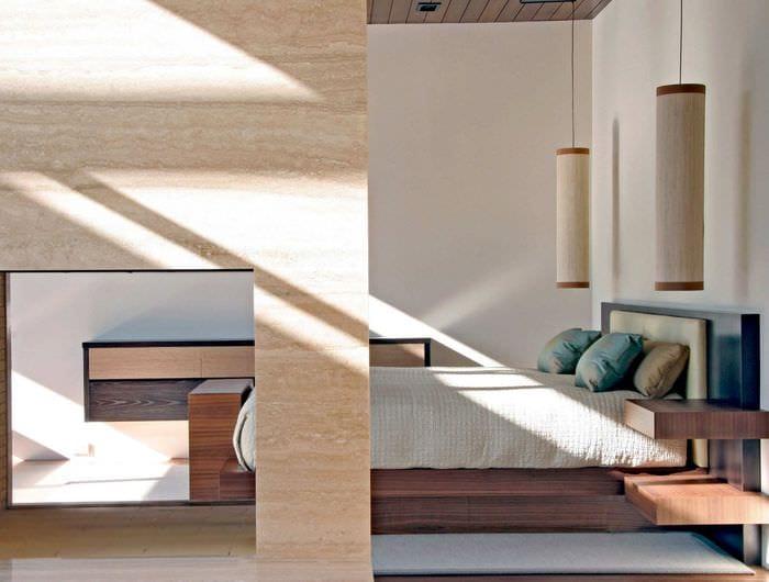 прямоугольная комната с подиумом