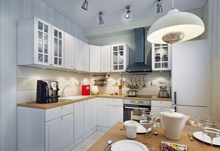 освещение в прямоугольной кухне