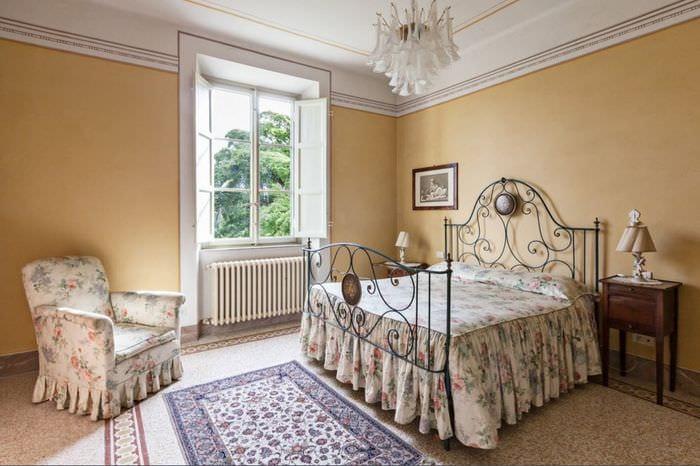 спальня 16 кв м с обоями