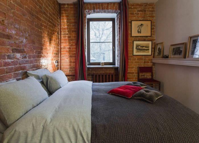 спальня 9 кв м с кирпичной отделкой