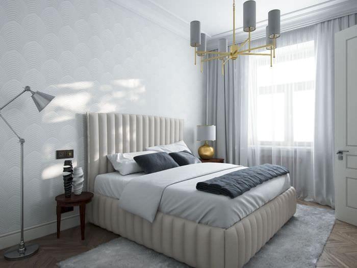 кровать в спальне 14 кв м