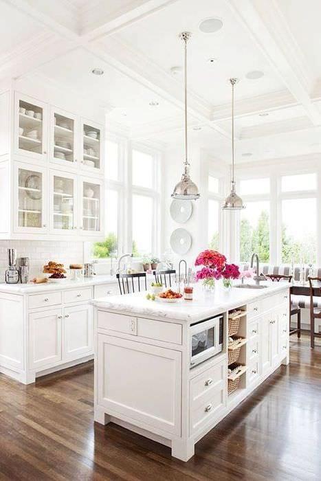дизайн светлой кухни с ламинатом