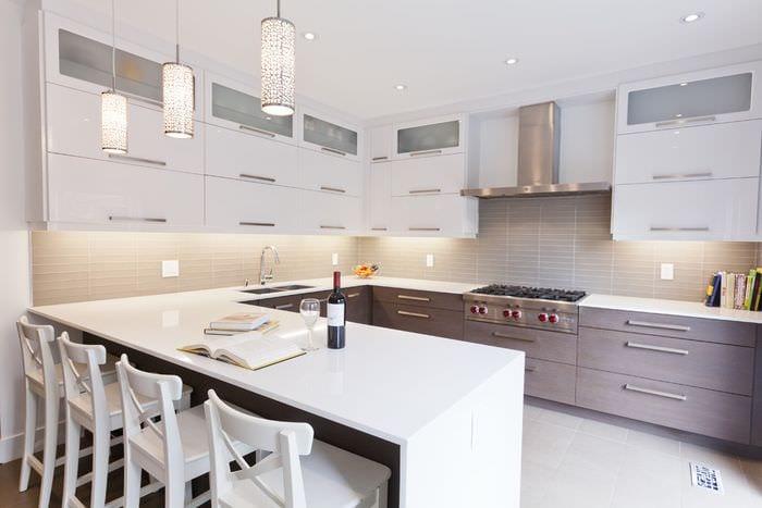 светлая кухня в современном стиле