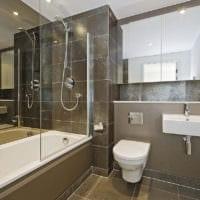 дизайн ванной комнаты с навесным шкафчиком