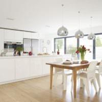 дизайн светлой кухни в частном доме