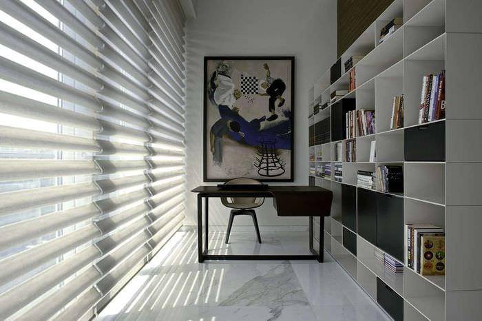 спальня кабинет со стеллажом