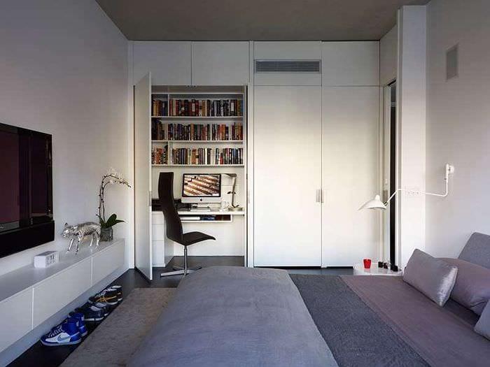 кабинет в спальне в шкафу