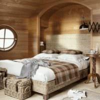 спальня в деревянном доме в мансардном этаже