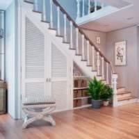 шкаф встроенный под лестницу