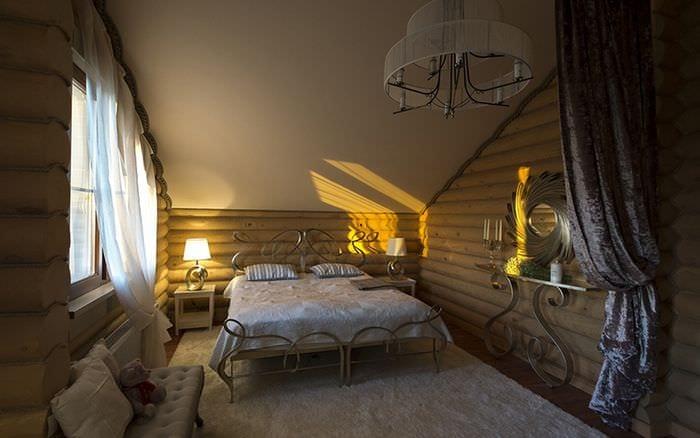 фото спальни со скошенной крышей