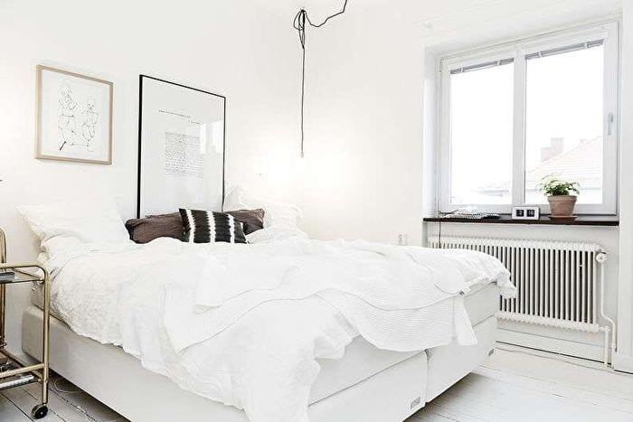 кровать в спальне в хрущевке