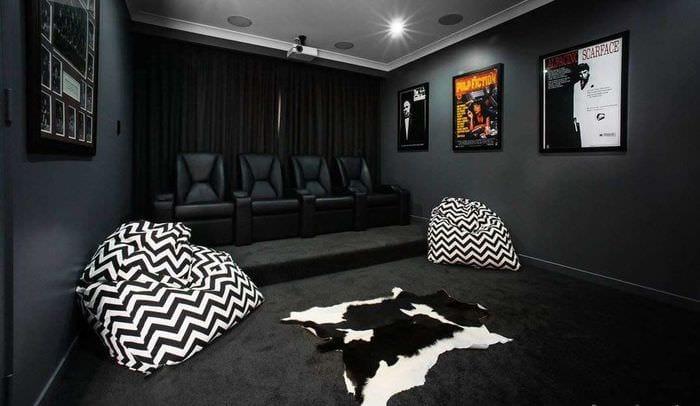 дизайн домашнего кинотеатра в черном цвете
