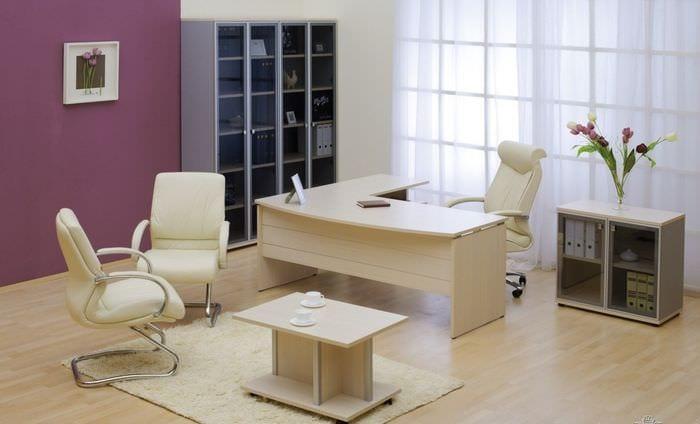 светлая мебель в кабинете